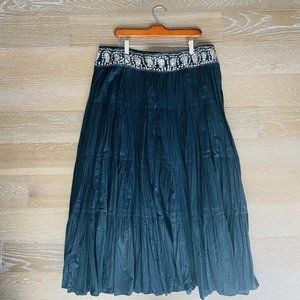 BCBGMaxazaria Boho Maxi Pleated Skirt | Black | L
